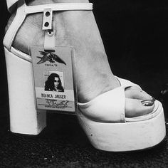 "12.8 k mentions J'aime, 46 commentaires - Lost in history (@lostinhistorypics) sur Instagram : ""Bianca Jagger being a babe, wearing her backstage pass on her shoe for a Rolling Stones concert in…"""