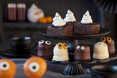 very nice & easy halloween idea Halloween Desserts, Buffet Halloween, Spooky Halloween Cakes, Halloween Torte, Halloween Birthday Cakes, Spooky Food, Birthday Desserts, Halloween 2016, Family Halloween