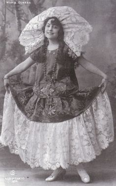 """tehuantepec trajes   María Conesa """"La Gatita Blanca"""" en traje de Tehuana (ca. 1920) More"""