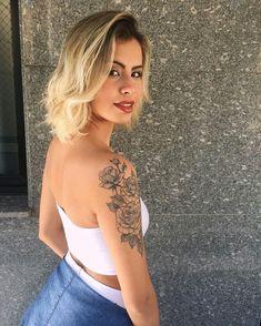dessins de tatouage 2019 Mesmerizing Sleeve Tattoos for Women: Tips and Ideas - Tattoo Designs Photo Tattoo Girls, Girl Arm Tattoos, Sleeve Tattoos For Women, Hot Tattoos, Pretty Tattoos, Beautiful Tattoos, Flower Tattoos, Body Art Tattoos, Small Tattoos