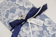 DYI Lace wedding invites - Navy & Offwhite Fotos - http://tinaliv.com/