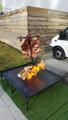 Asado lamb by Fabulous BBQ creates a wonderful cooking theater for events. At Fabulous BBQ we are always looking for new ways to add a WOW to your event Argentinian Bbq, Bbq World, Bbq Spit, Veggie World, Brazilian Bbq, Bbq Rotisserie, Bbq Roast, Open Fire Cooking, Scottish Salmon
