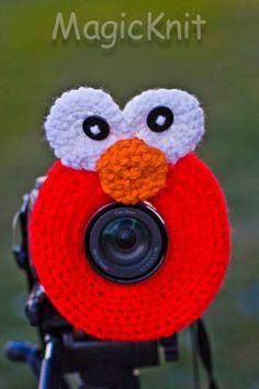 Crochet Camera Lens Shutter Buddy - Elmo (Etsy $13.95)
