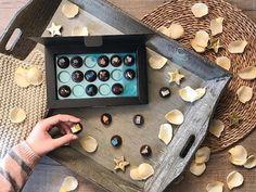 Mediterran Tiles bonbonjaink nemcsak ízvilágukkal, hanem különleges kinézetükkel is rabul ejtenek.  #cudié #bonbons #csokoládé #chocolate #spanish Electronics, Gourmet, Bonn, Consumer Electronics