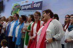 """""""Hallelujah, pray the Lord"""": Gospelsänger aller Altergruppen haben am Sonnabend im Kauf Park eine Stunde lang auf der Bühne gestanden und gemeinsam gesungen...."""