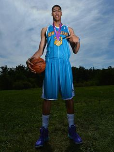 Anthony Davis, Hornets and yes that's a Olympic gold medal. University Of Kentucky, Kentucky Wildcats, College Basketball, Basketball Players, Soccer, Kentucky Sports, Olympic Gold Medals, Go Big Blue, Anthony Davis