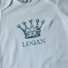 Romper Logan nav geboortekaartje #babygift #kraamkado #kraamkcadeau #kadometnaam #sustainable #duurzaam#slowfashion #fairtrade van www.bepenco.com