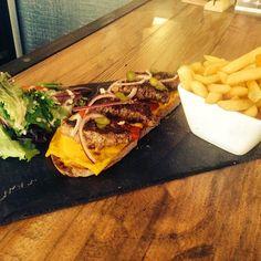 @villagourmande_letouquet @La Villa Gourmande #tartine #burger #pain #poilane #frites #fraiches #villagourmande #touquet #letouquet #letouquetparisplage #summer2014 #yummy