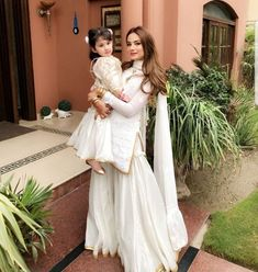 White done right ♥️ (in with her adorable daughter look beautiful this ⭐️👌🏽 Pakistani Wedding Outfits, Pakistani Dresses, Indian Dresses, Indian Outfits, Sharara Designs, Lehenga Designs, Saris, Different Suit Styles, Indian Designer Suits
