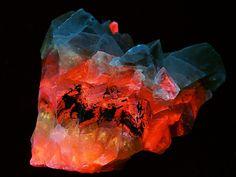 Calcite in ultraviolet (by someHerrings)