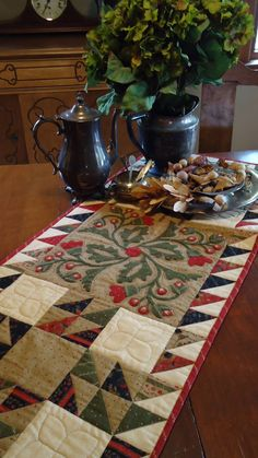 In today's post we're featuring 50 free patterns for table runners, table toppers and place mats. And don't miss our Free Pattern Days for . Table Runner And Placemats, Quilted Table Runners, Small Quilts, Mini Quilts, Quilt Patterns Free, Free Pattern, Embroidery Patterns, Christmas Sewing, Christmas 2015