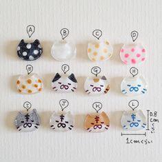 ぶさねこたちの【ミニピアス/イヤリング】 by LeafWorks アクセサリー ピアス | ハンドメイド、手作り作品の通販・販売サイト minne(ミンネ) Plastic Jewelry, Resin Jewelry, Diy Jewelry, Cat Crafts, Diy And Crafts, Arts And Crafts, Uv Resin, Resin Art, Shrink Plastic