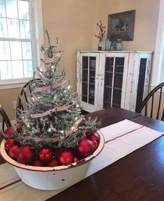 100+ Cheap and Easy Christmas Centerpiece Ideas that you can Make in a Jiff - Hike n Dip Rustic Christmas Trees, Country Christmas Decorations, Christmas Porch, Farmhouse Christmas Decor, Simple Christmas, Christmas In The Country, Christmas Christmas, Vintage Christmas, Primitive Christmas Tree