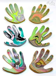Family members love receiving handprint crafts that kids can make.This DIY marbled clay jewelry dish keepsake craft makes a unique homemade gift idea! A ring bowl and jewelry dish for mom, dad, and the grandparents. #uniquehomemadegiftideas