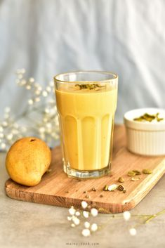 Mango lassi - Indian yogurt drink with mango. Very popular drink in Indian restaurants. It's delicious, sweet and refreshing, we like our spice up with cardamom. This mango lassi is quick and easy, you just need to mix 4 ingredients together! Smoothie Drinks, Smoothie Recipes, Smoothies, Mango Varieties, Mango Lassi Recipes, Mango Tea, Non Alcoholic Cocktails, Different Fruits, Cocktail Recipes