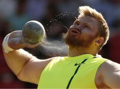 Un athlète en action : l'Américain Kurt Roberts participe à l'épreuve du lancer du poids, lors de la 4e étape de la Ligue de diamant de l'IAAF, à Hampden Park, à Glasgow, le 11 juillet.