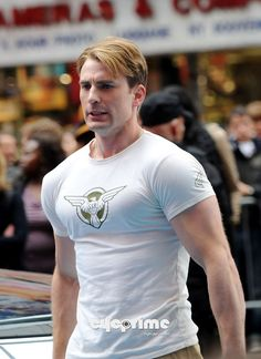 Chris Evans As Captain America | Chris Evans, Captain America: The First Avenger, New York City Set, 02