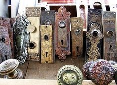 I am in love with these vintage door knobs and back plates