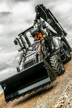 Tractors 506936501790736975 - Cat backhoe… yeah good luck getting me out! Source by Backhoe Loader, Heavy Construction Equipment, Heavy Equipment, Earth Moving Equipment, Caterpillar Equipment, Cat Machines, Mining Equipment, Engin, Quad