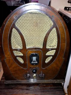 1930s Philco wood cathedral radio Model 89 19 Series from pickersparadize on Ruby Lane