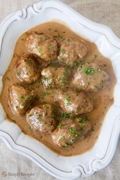 Classic Swedish meatballs made from a mixture of beef and pork, flavored with nutmeg and cardamom and served with a rich beef and sour cream gravy. via Simply Recipes Beef Dishes, Food Dishes, Best Swedish Meatball Recipe, Swedish Recipes, Swedish Meatballs Crockpot, Vegan Meatballs, Pork Meatballs, Pork Recipes, Cooking Recipes
