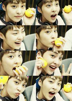 Xiumin baozi!!! Iz that a yuzu or a yellow coloured orange!