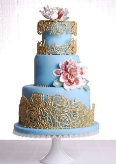 (via blue and gold cake via ❤ Blue ~ Gold ~ Yellow ❤ Gorgeous Cakes, Pretty Cakes, Cute Cakes, Amazing Cakes, Wedding Cake Roses, Wedding Cakes With Cupcakes, Cupcake Cakes, Debut Cake, Silver Cake