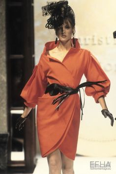 Helena Barquilla Show Christian Dior Haute Couture - Spring 1993 High Fashion Outfits, 90s Fashion, Love Fashion, Fashion Design, Christian Dior Vintage, Dior Haute Couture, Vintage Outfits, Vintage Fashion, Vintage Dior