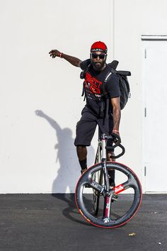 The best ways to Purchase A Mountain Bike Urban Cycling, Urban Bike, Road Bikes, Cycling Bikes, Photo Velo, Bike Messenger, Speed Bike, Fixed Gear Bike, Commuter Bike