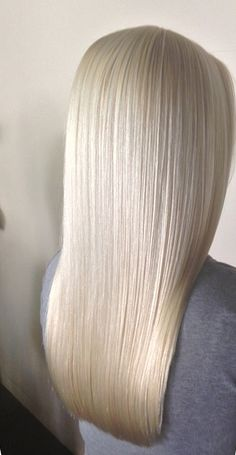 This is how I like my hair healthy looking with a thick weight line that is evenly straight across