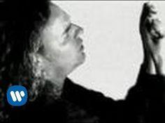 Maná - Como dueles en los labios (Video Oficial) ♫ Mana interpreta la canción como dueles en los labios, este es su unico video oficial checa mas acerca de videos oficiales de tu artista favorito dentro del canal de yotube de warner music México