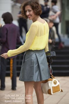 love the combination of grey and yellow... and I have a skirt of almost same exact color!