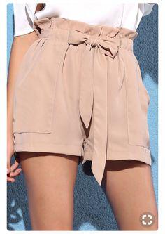 34 Modelle von Frauen Shorts Woman Shorts and Bermudas woman within bermuda shorts Short Outfits, Summer Outfits, Casual Outfits, Summer Shorts, Casual Shorts, Modest Shorts, Beach Outfits, Emo Outfits, Look Fashion
