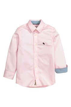 Long-sleeved shirt in soft, washed cotton twill with small, embroidered detail on chest, contrasting color inside collar and cuffs, and yoke at Outfits Niños, Fashion Outfits, Toddler Fashion, Boy Fashion, Pink Kids, Baby Shirts, Kids Wear, Fashion Online, Long Sleeve Shirts