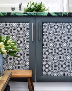 Utility rook makeover with tropical self-adhesive wallpaper on the worktops and mosaic motive on cupboards. Source https://iamhayleystuart.wordpress.com/2017/03/31/my-utility-room-makeover/