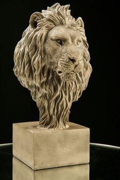 Lion. Sculpture by Igor Gosling