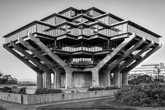 Geisel library at the university of California la Jolla San Diego by William Pereira & associates by ad_magazine University Architecture, Library Architecture, Architecture Design, Organic Architecture, Amazing Architecture, La Jolla, San Diego Library, Library University, Interesting Buildings