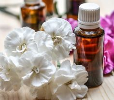 DIY PMS Essential Oil Blend - Don't let PMS run your life! Take action and make this DIY PMS essential oil blend today. Happier periods are just around the corner. Wintergreen Essential Oil, Essential Oil Scents, Essential Oil Uses, Doterra Essential Oils, Young Living Essential Oils, Pure Essential, Ravintsara, Healing Oils, Holistic Healing
