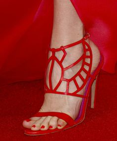 """Leslie Mann wearing these red Oscar Tiye """"Cleopatra"""" sandals at 'The Other Woman' Los Angeles Premiere 