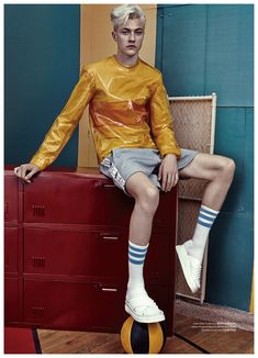 Lucky Blue Smith for Modern Weekly China 2015 Cover Photo Shoot Lucky Blue Smith, Skinny Guys, Young Fashion, Men's Fashion, Retro Outfits, Photoshoot Inspiration, Model Agency, Cover Photos, Models