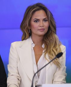 Chrissy Teigen Has a Message for Her Haters on Social Media | Cambio