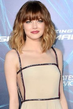 Emma Stone's hair and makeup looks beautiful here :)