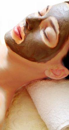 Infos, wie Sie aus Heilerde Masken gegen Pickel und Akne selber machen können, und warum selbstgemachte Heilerde-Masken auch gegen Mitesser und unreine Haut wirken ...