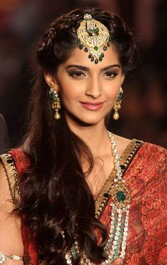 Sonam Kapoor Gorgeous at  IIJW 2013