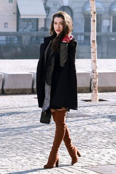 Fashion blogger Veronika Lipar of Brunette From Wall Street sharing what to wear to work on Monday