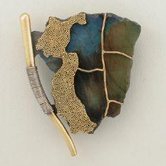 HAROLD O´CONNOR-USA Pin, 18K Gold Granulation and base, Sterling Silver, Spectrolite