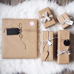 """291 To se mi líbí, 4 komentářů – ROMANA BÖHMOVÁ (@naskokvkuchyni) na Instagramu: """"Připravila jsem pro vás pár tipů na to, jak zabalit vánoční dárky  Já jsem jich spoustu zabalila…"""""""