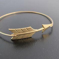 Armreif Pfeil - Gold Armband von frostedwillow auf DaWanda.com
