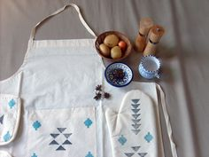 Who new minimalism and tribal and boho motifs can meet in one design?! This handmade and hand-printed Gray & Turquoise Tribal Kitchen Apron by Yaansoon (@yaansoon) reminds me of Scandinavian design... simple, natural, with a pop of color and understated elegance. These kitchen linens are for the organically-chic!