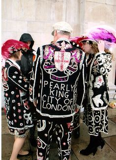 Pink Pearlies - Pearly Kings and Queens - London Coster Tradition King City, Diana Vreeland, Button Art, Mother Of Pearl Buttons, Pearl Jam, My Heritage, British History, King Queen, Style Icons
